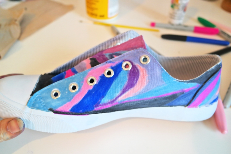 6e2fd686c91c0f DIY Galaxy Shoes
