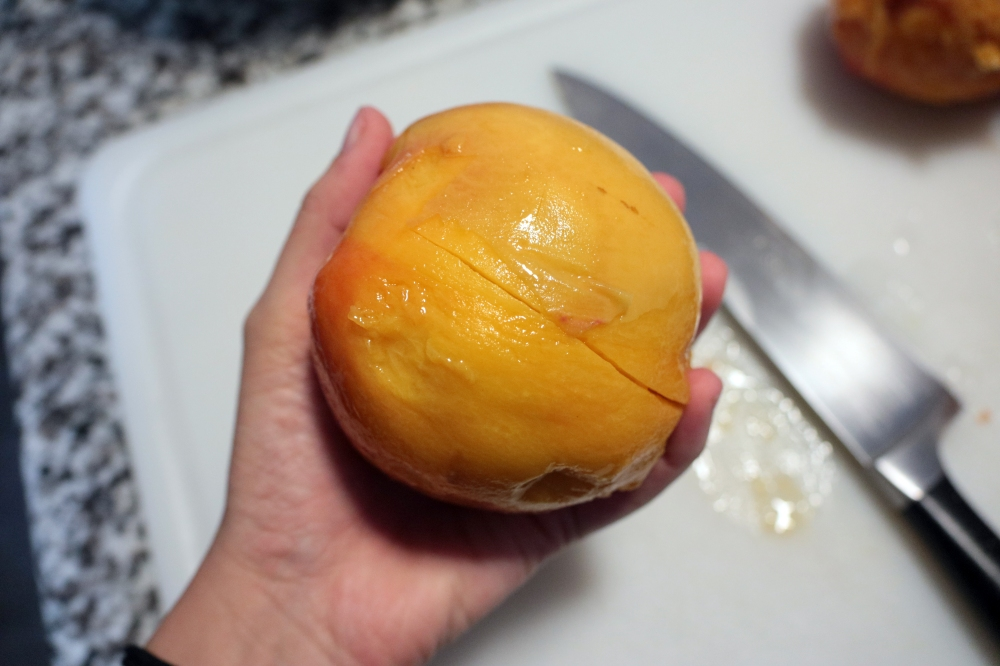 cuttingpeaches